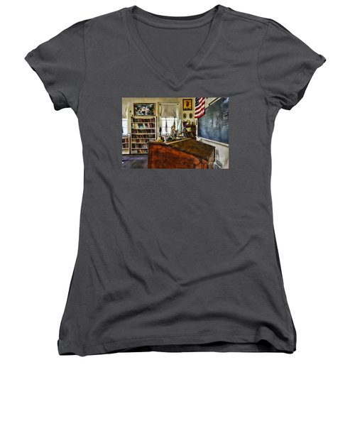 Teacher - Vintage Desk Women's V-Neck T-Shirt