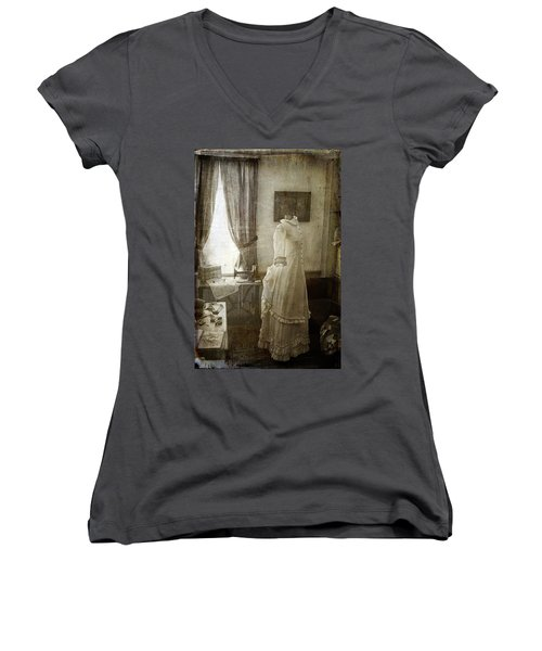 The Sewing Room Women's V-Neck T-Shirt