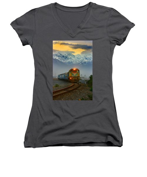 The Southerner Train New Zealand Women's V-Neck T-Shirt