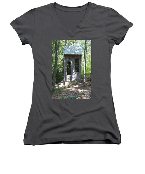 Throne With A View Women's V-Neck T-Shirt