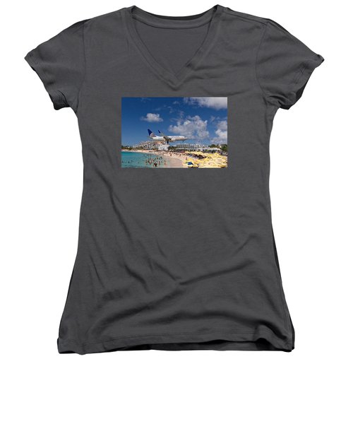 United Low Approach St Maarten Women's V-Neck T-Shirt (Junior Cut) by David Gleeson