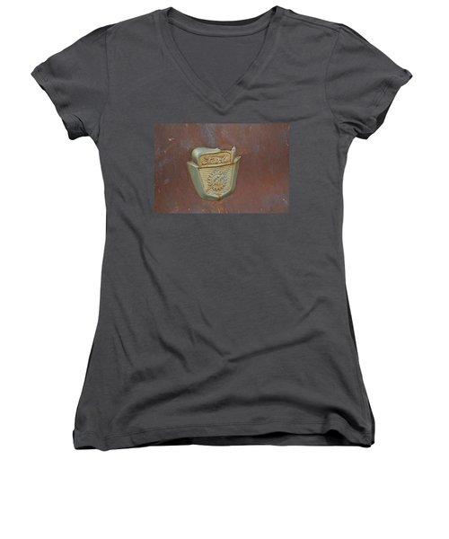 Vintage Badge Women's V-Neck T-Shirt