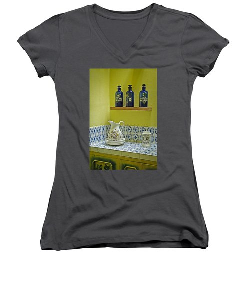 Vintage Bathroom Women's V-Neck T-Shirt