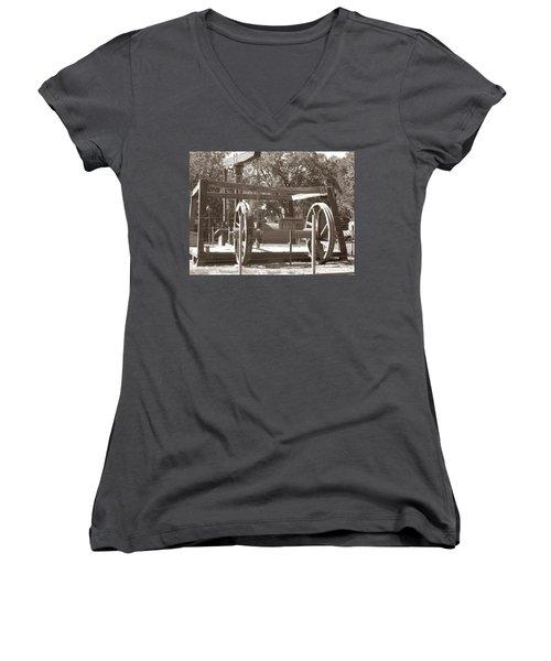 Vintage Oil Rig Santa Rita No. 1 Women's V-Neck T-Shirt (Junior Cut) by Connie Fox
