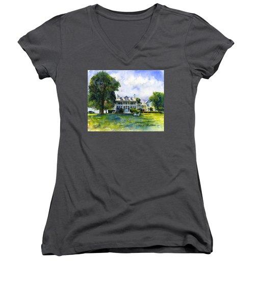 Wades Point Inn Women's V-Neck T-Shirt (Junior Cut)