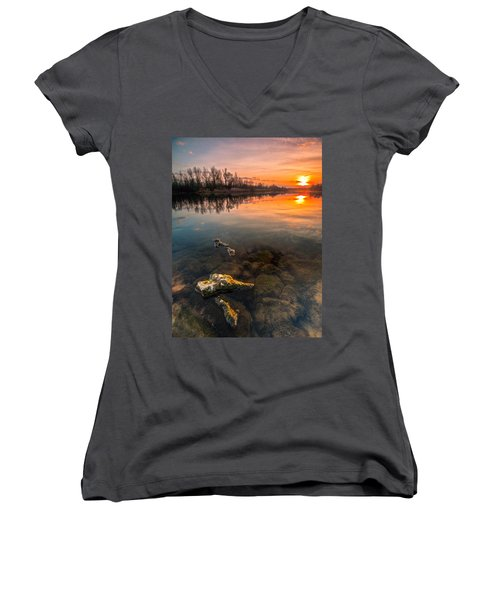 Watching Sunset Women's V-Neck T-Shirt
