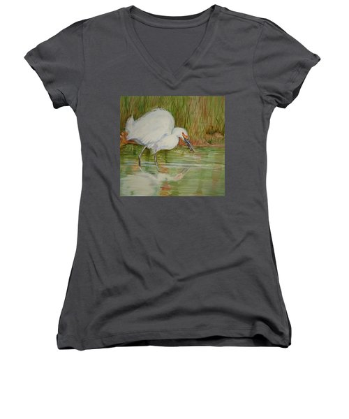 White Egret Wading  Women's V-Neck T-Shirt