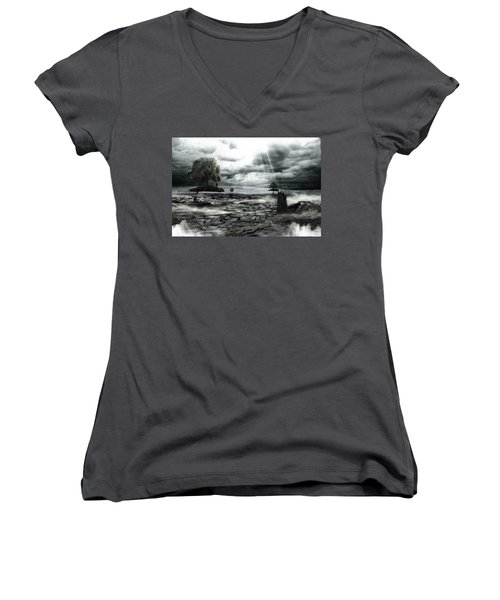 Islands Women's V-Neck T-Shirt