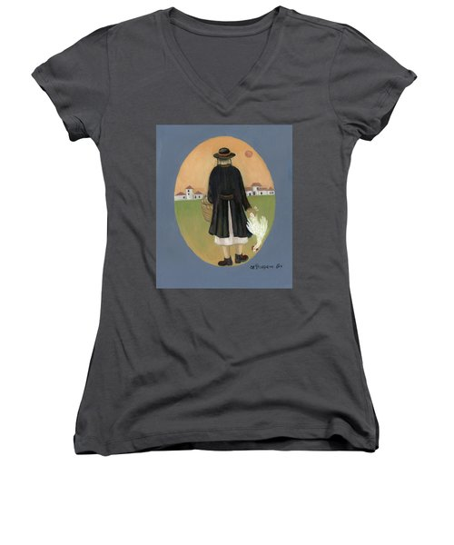 Caparot Rooster Hasid Back View Jewish Religious In Blue Yellow Black Green  Women's V-Neck T-Shirt
