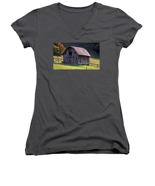 Old Barn In Etowah Women's V-Neck