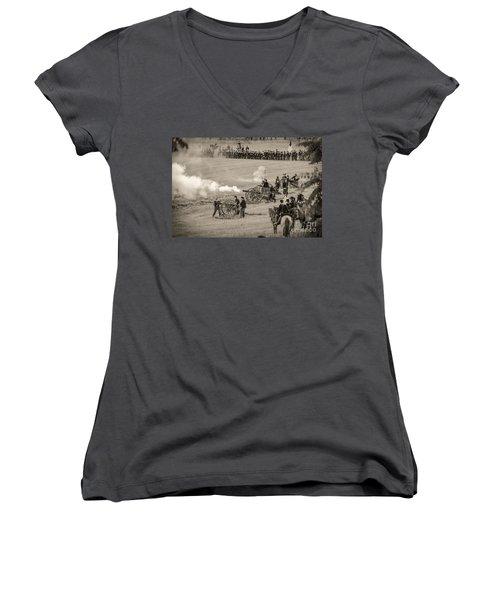 Gettysburg Union Artillery And Infantry 7439s Women's V-Neck