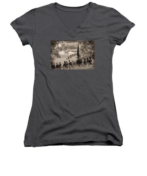 Gettysburg Union Artillery And Infantry 7457s Women's V-Neck