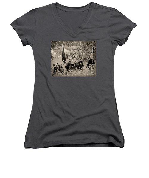 Gettysburg Union Artillery And Infantry 7459s Women's V-Neck