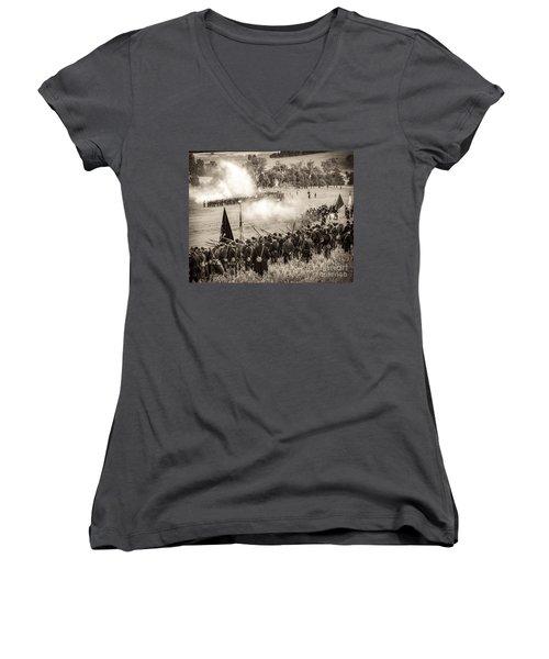 Gettysburg Union Artillery And Infantry 7496s Women's V-Neck
