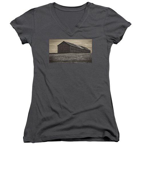 Connecticut Tobacco Barn Women's V-Neck T-Shirt