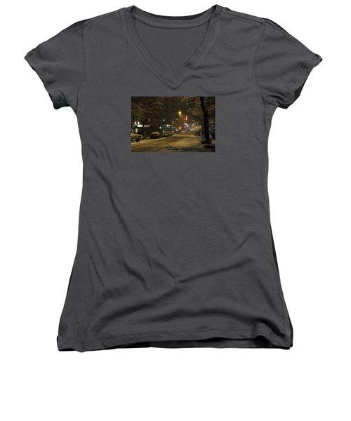 E 38th Street Between Lexington And 3rd Avenue Manhattan New York Women's V-Neck T-Shirt