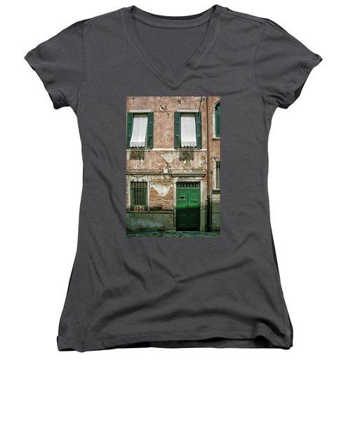 Green Door Women's V-Neck