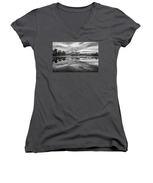 Long Pine Bw Women's V-Neck T-Shirt