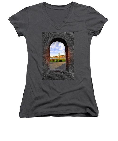 Manhattan Bridge Framed Women's V-Neck T-Shirt