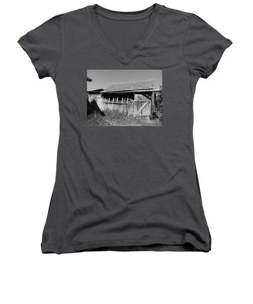 Old Workshop Women's V-Neck T-Shirt