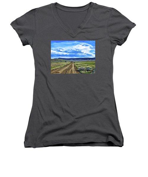 Room To Roam - Wyoming Women's V-Neck T-Shirt (Junior Cut) by L O C
