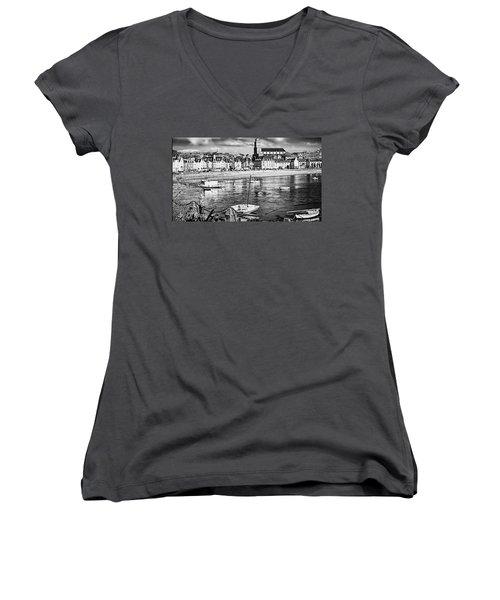 Saint Servan Anse Women's V-Neck T-Shirt