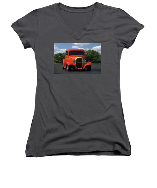1932 Ford Lil Deuce Coupe Women's V-Neck
