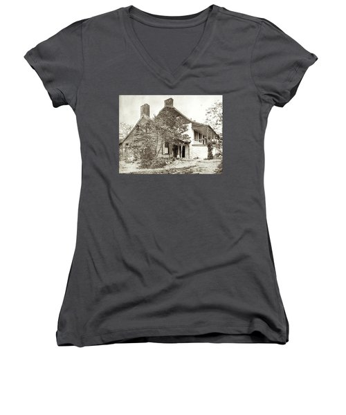 Women's V-Neck T-Shirt featuring the photograph Dyckman House by Cole Thompson