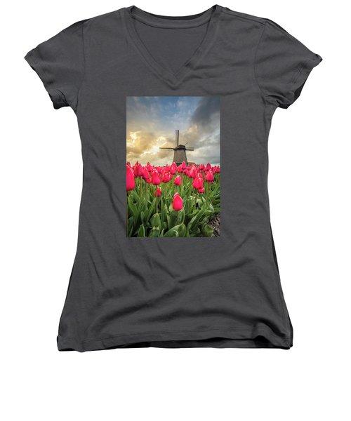 Holland Windmill Women's V-Neck T-Shirt