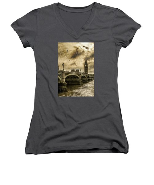 Women's V-Neck T-Shirt (Junior Cut) featuring the photograph London by Jaroslaw Grudzinski
