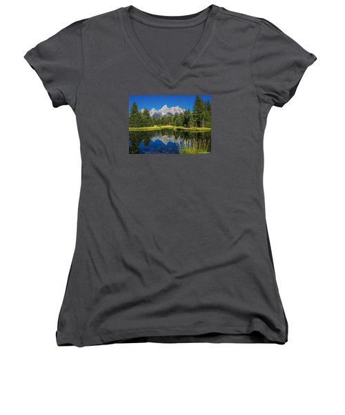 #5700 - Shwabakers Landing, Wyoming Women's V-Neck T-Shirt