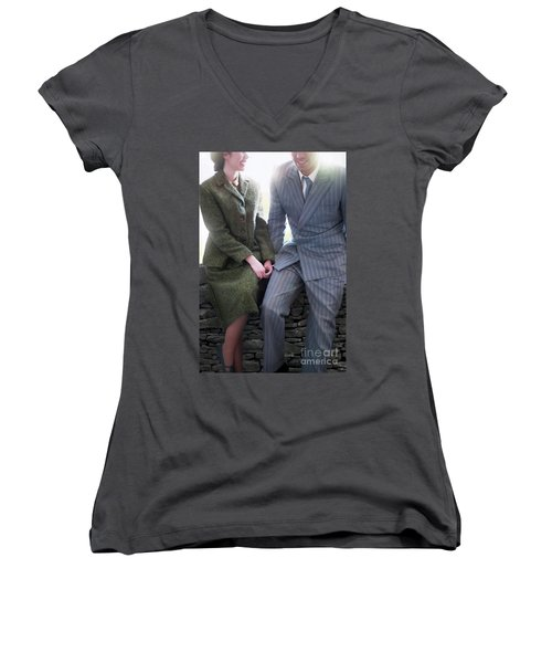 1940s Couple Women's V-Neck T-Shirt