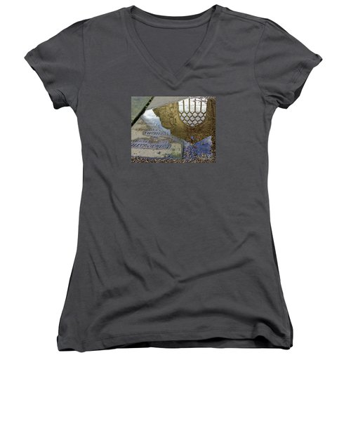 Abbey Ruins - Edinburgh Women's V-Neck T-Shirt