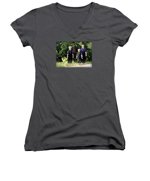 Amish Sisters Barefoot Stroll Women's V-Neck T-Shirt