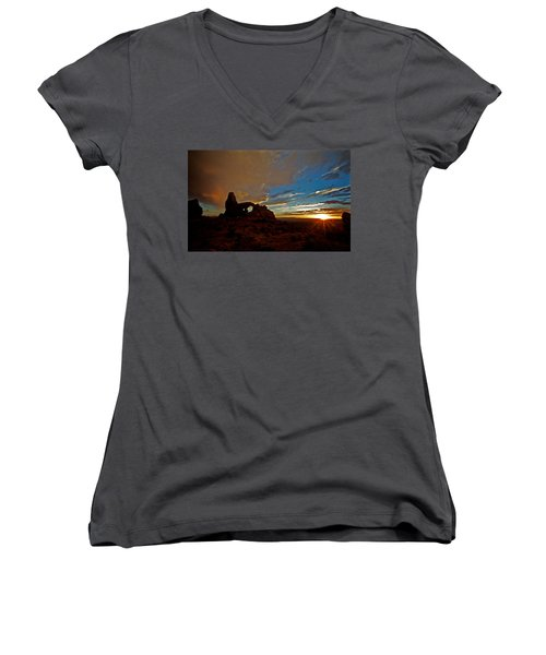 Arches Women's V-Neck T-Shirt