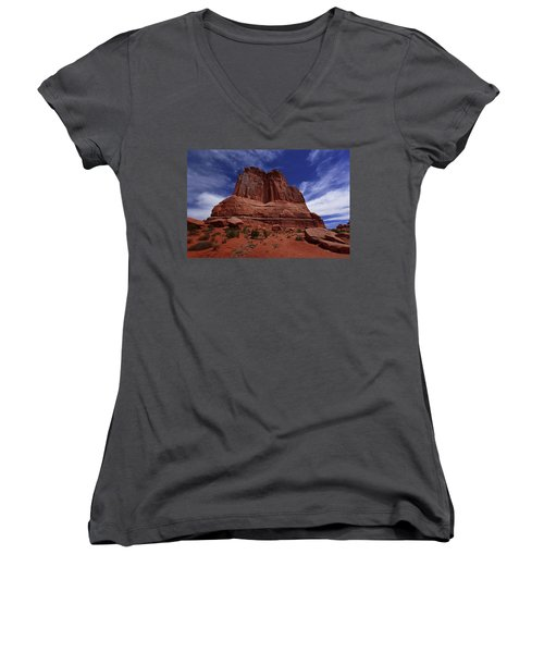 Arches Scene 2 Women's V-Neck (Athletic Fit)