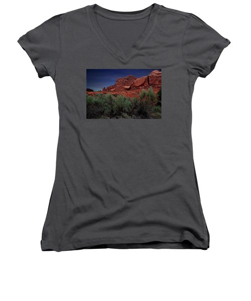 Arches Scene 3 Women's V-Neck (Athletic Fit)