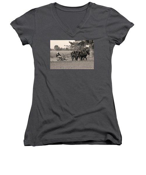 Checking The Row Women's V-Neck T-Shirt