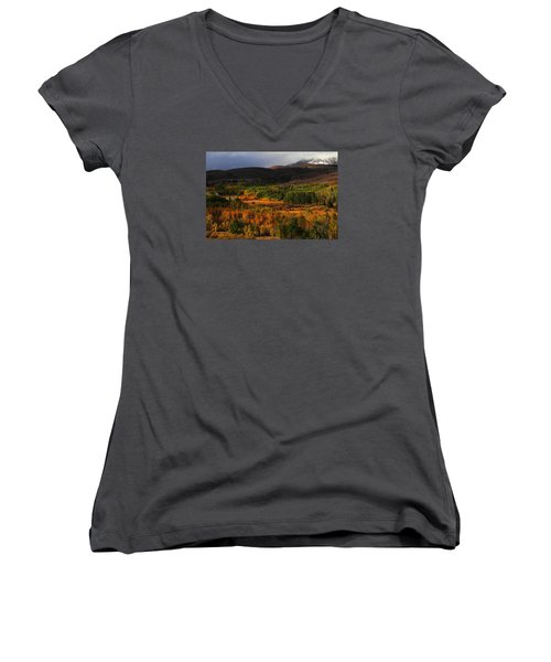 Autumn Aspen At Conway Summit In The Eastern Sierras Women's V-Neck T-Shirt