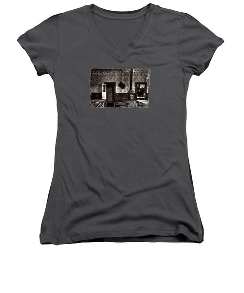 Bodie Hotel Dining Room With Pool Table Women's V-Neck T-Shirt