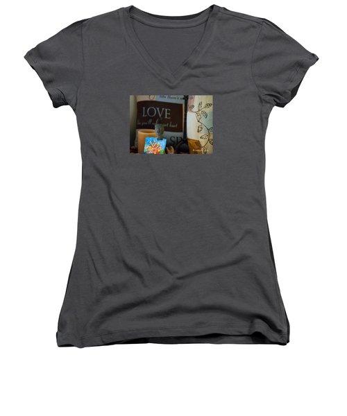 Canto De Amor... Women's V-Neck T-Shirt