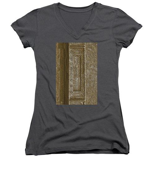 Carving - 5 Women's V-Neck T-Shirt