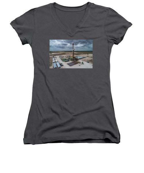 Casing Break Women's V-Neck T-Shirt