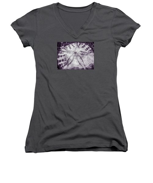 Women's V-Neck featuring the photograph Centered by Roxy Hurtubise