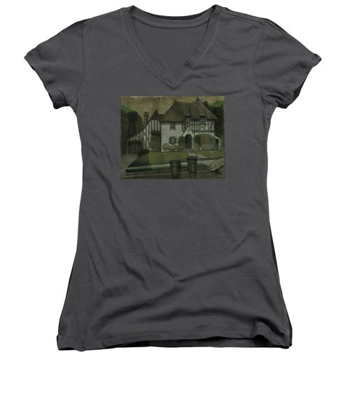 Chateau In The City Women's V-Neck
