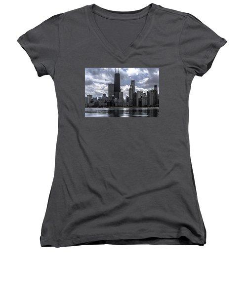 Chicago Skyline Ver3 Women's V-Neck (Athletic Fit)