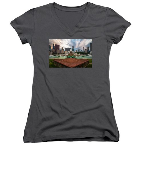 Chicago's Buckingham Fountain Women's V-Neck T-Shirt