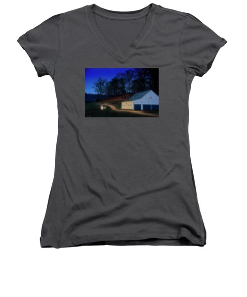 Christmas On The Farm Women's V-Neck T-Shirt