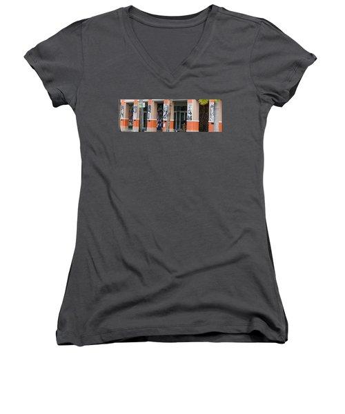 Columnart Women's V-Neck