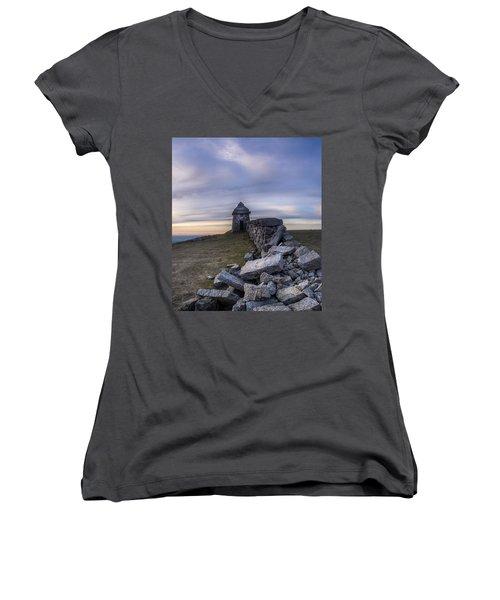 Commedagh Summit Shelter Women's V-Neck T-Shirt